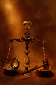 SCALE OF JUSTICE WITH HANDCUFFS & GAVEL