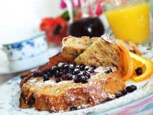 French Toast with Blueberries and Powdered Sugar